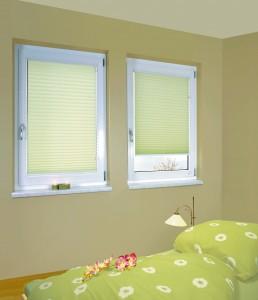 Auch im Schlafzimmer macht sich das Plissee optimal als Sonnenschutz