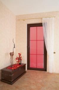 Fenster- und Türbeschattung gehen Hand in Hand